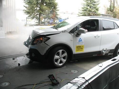 Producenci samochodów nadal sprawdzają, czy obowiązkowy czynnik jest groźny. /Motor