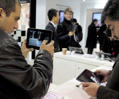 Producenci zmniejszają produkcję tabletów