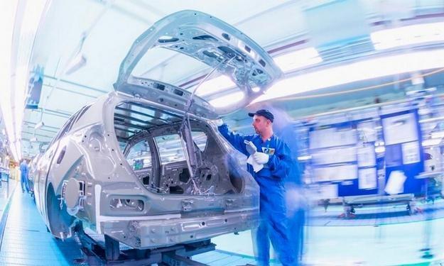 Produkcja Aurisa Hybrid w Burnaston w Wlk. Brytanii /Toyota