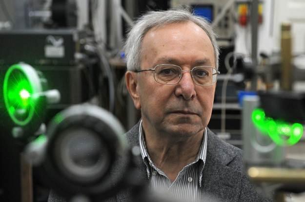 Prof. Jacek Baranowski z Instytutu Fizyki Uniwersytetu Warszawskiego /AFP