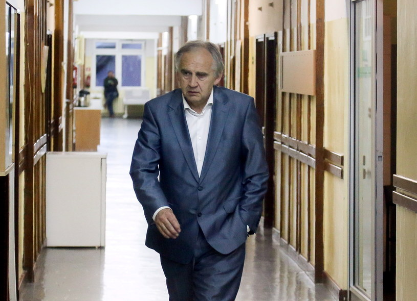 Prof. Marian Zembala na korytarzu /Paweł Supernak /PAP