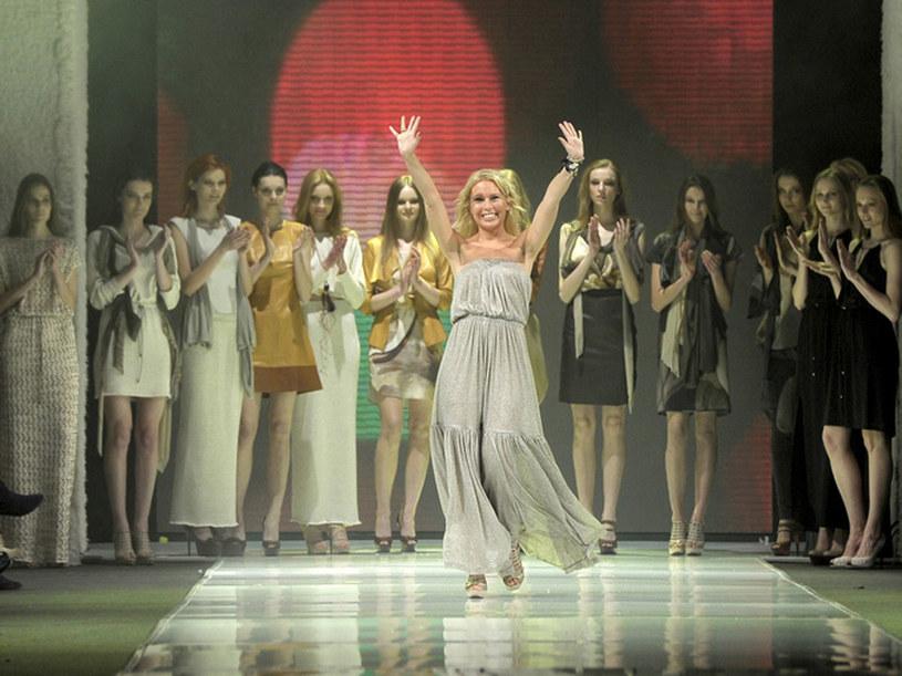 Projektantka Natalia Jaroszewska na pokazie podczas Fashion Week Poland /Jacek Kurnikowski /AKPA