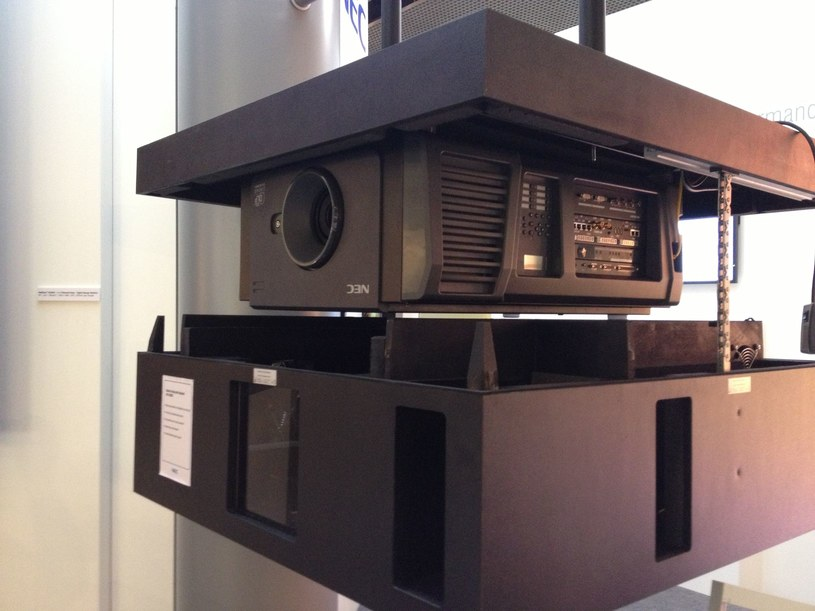 Projektor NEC NC900C /materiały prasowe