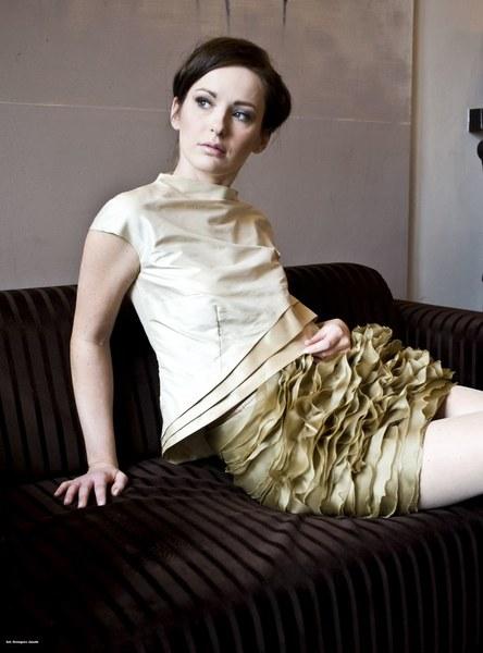 http://www.fashioncode.pl/pl/fashioncode-bluzki-damskie/1277-dorota-pietruszka-jedwabna-bluzka-.html