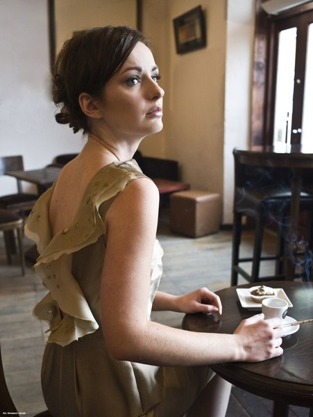http://www.fashioncode.pl/pl/sukienki-fashioncode/1275-dorota-pietruszka-sukienka-z-dekoltem-na-plecach.html