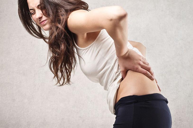 Promieniujący ból może mocno dać się we znaki /©123RF/PICSEL