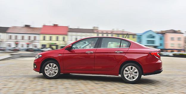 Proporcjonalna, zgrabna sylwetka kryje niemałe rozmiary Tipo. Auto ma 453 cm długości, czyli tyle co czterodrzwiowy Ford Focus. /Motor