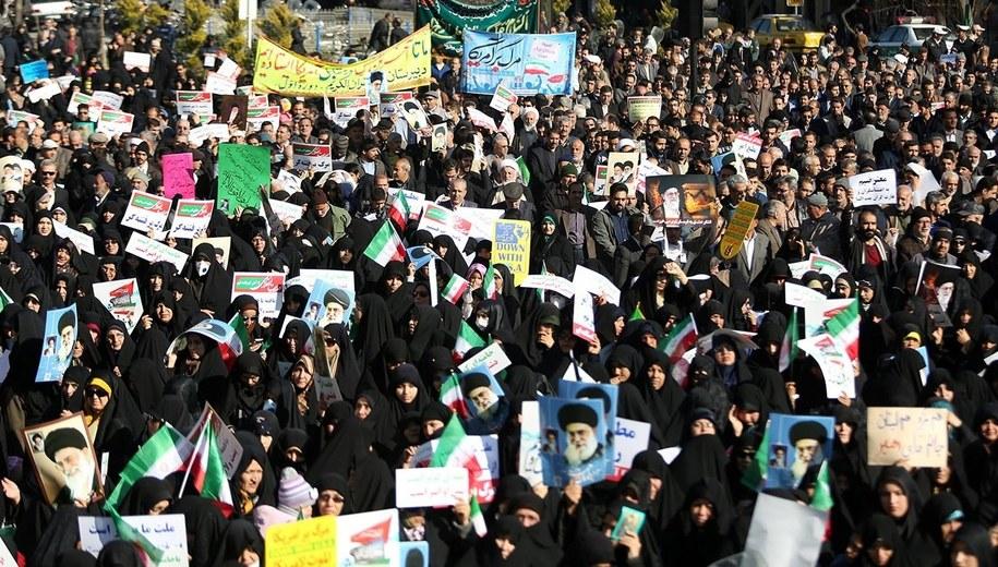 Prorządowe demonstracje w Maszadzie. Irańskie agencje nie publikują zdjęć z manifestacji antyrządowych /NIMA NAJAF ZADEH /PAP/EPA