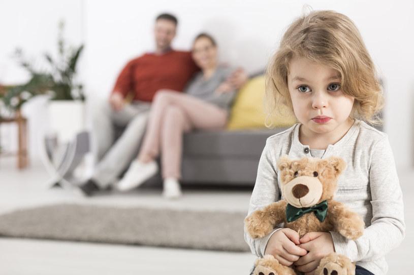 Proś dziecko, aby mówiło co czuje, kiedy widzisz, że przeżywa jakąś emocję /123RF/PICSEL