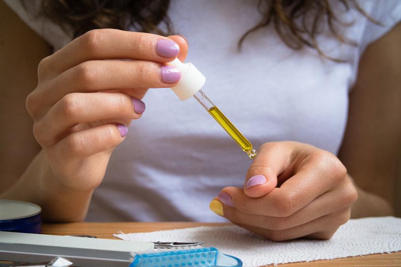 Proste nawyki uchronią twoje paznokcie przed pękaniem i łamaniem /123RF/PICSEL