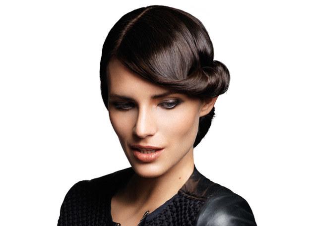 Prostownica nada włosom idealnie gładką formę /materiały prasowe