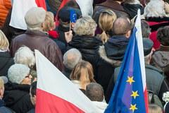 """Protest """"w obronie demokracji"""" na Placu Solnym we Wrocławiu"""