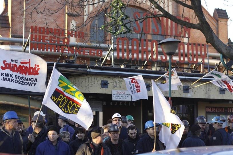 """Protest górników przed kopalnią """"Sośnica-Makoszowy"""" /Adam Grabowski /Reporter"""