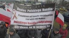 """Protest handlowców przed Sejmem. """"Podatkiem rząd wbija nóż w plecy"""""""