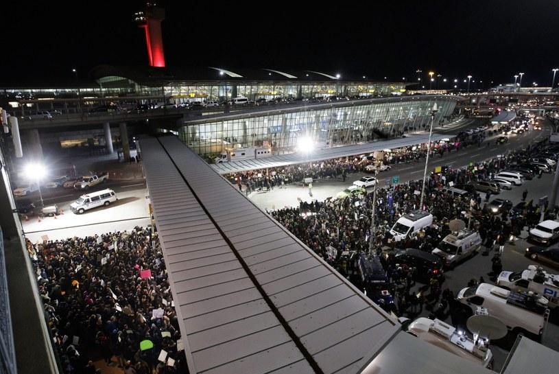 Protest na lotnisku w Nowym Jorku /JUSTIN LANE /PAP/EPA