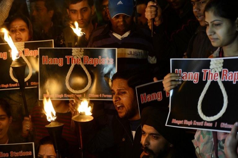 Protest po gwałcie zbiorowym na hinduskiej studentce. Uczestnicy żądają kary śmierci dla sprawców /AFP