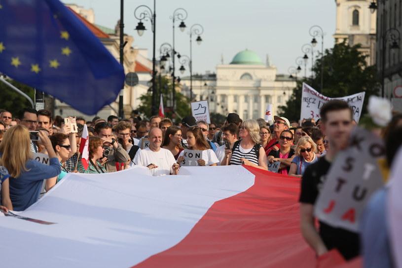 """Protest pod hasłem """"3xWeto"""" przed Pałacem Prezydenckim, 24 lipca 2017 r. /Leszek Szymański /PAP"""