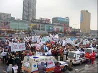 Protest pracowników służby zdrowia pod Pałacem Kultury i Nauki /RMF