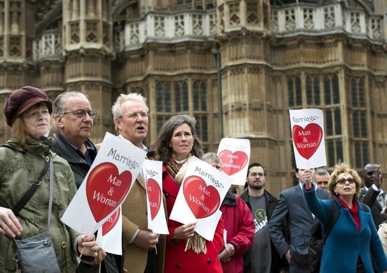 Protest przeciwko małżeństwom gejów /AFP