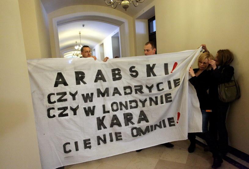 Protest przed posiedzeniem sejmowej Komisji Spraw Zagranicznych /Grzegorz Jakubowski /PAP