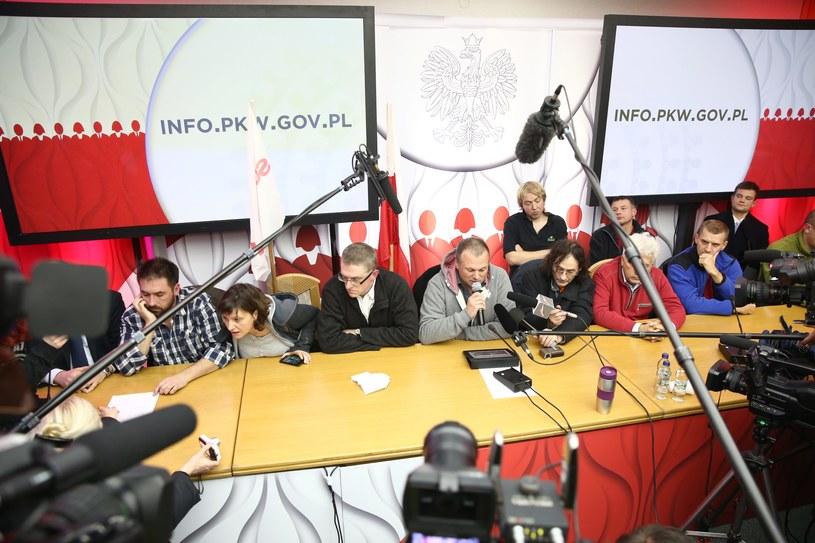 Protestujący w siedzibie PKW /Tomasz Gzell /PAP
