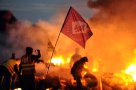 Protesty paraliżują Francję