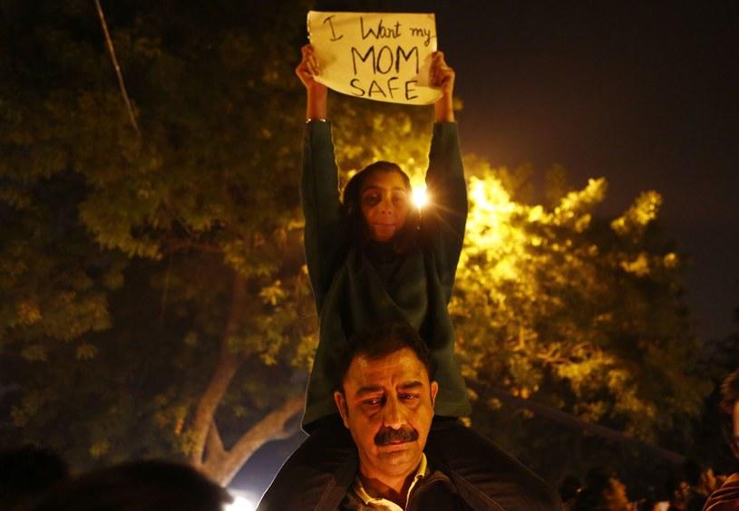 Protesty przeciw gwałtom w Indiach /AFP