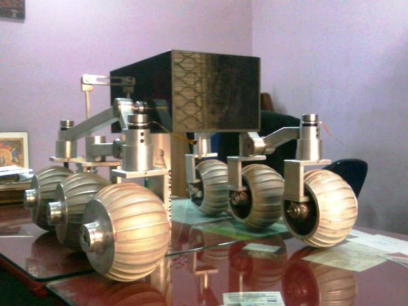 Prototyp łazika Chandrayaan-II /Kosmonauta