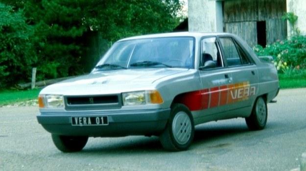 Prototyp Vera jest, niezależnie od wersji samochodem, który może być dopuszczony do ruchu. W wersji wysokoprężnej nie zabrakło np. dodatkowego wytłumienia pokrywy komory silnika. /Motor
