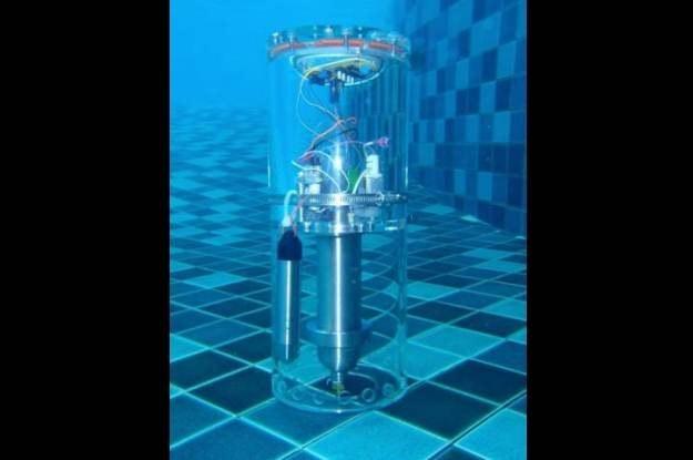 Prototypowa boja składa się z dwóch komór. Górna, such, zawiera elektronikę fot. Naval Research Lab. /kopalniawiedzy.pl