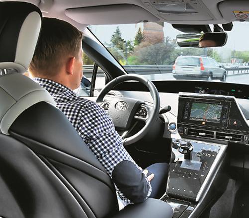 Prowadzenie nie różni się od obsługi auta z automatem. /Motor