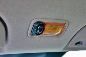 Przeciek z anteny może spowodować zwarcie instalacji elektrycznej podświetlenia wnętrza. /Motor