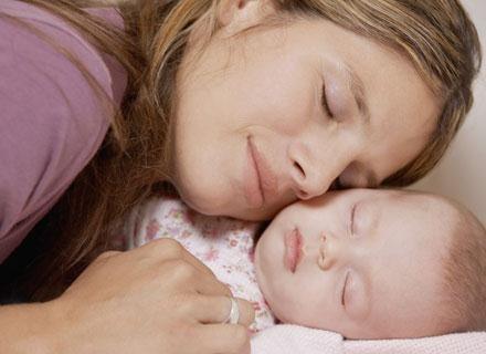 Przeciętne niemowlę przesypia około 14-16 godzin na dobę /© Panthermedia