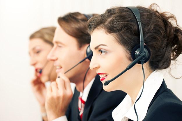 Przeciętne zarobki w grupie sprzedawców telefonicznych i internetowych wyniosły 2751 zł brutto /© Panthermedia