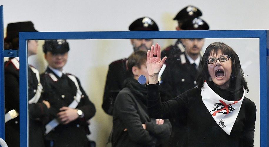 Przeciwnicy budowy szybkiej kolei protestują w sądzie w Turynie /ALESSANDRO DI MARCO  /PAP/EPA