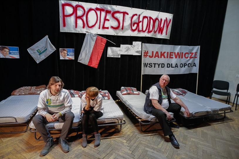 Przeciwnicy powiększenia Opola wznowili w Dobrzeniu Wielkim strajk głodowy /Krzysztof Zatycki /Agencja FORUM