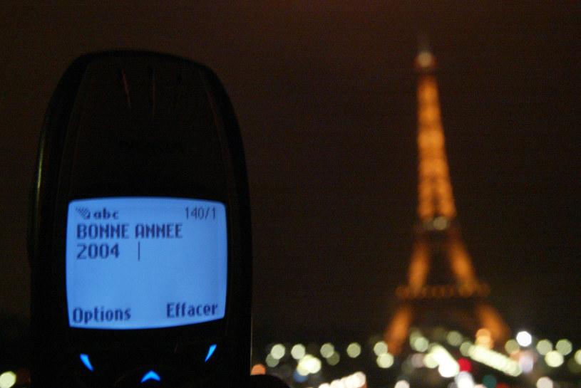 Przed debiutem smartfonów, trudno było sobie wyobrazić lepszą metodę składania krótkich tekstowych życzeń niż SMS /AFP