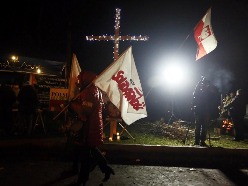 Przed domem gen. Wojciecha Jaruzelskiego na warszawskim Mokotowie odbyła się manifestacja /Tomasz Gzell /PAP