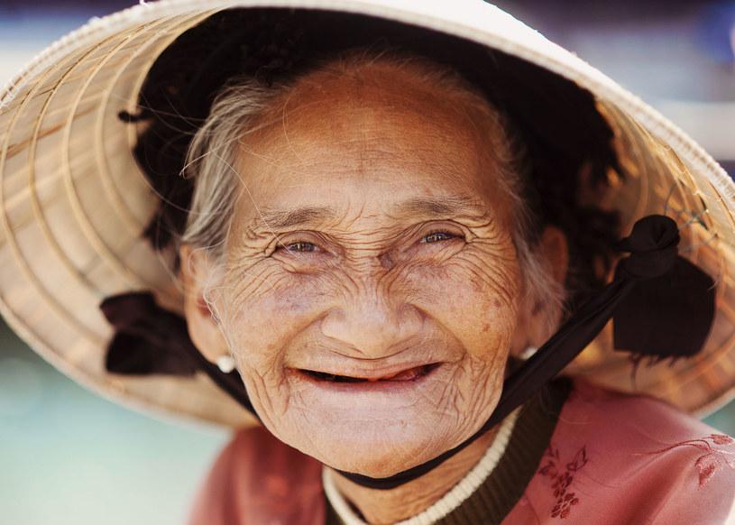"""Przed każdym posiłkiem wypowiada: Hara hachi bu. """"Jedz, aż będziesz pełna w 80 procentach"""". /©123RF/PICSEL"""