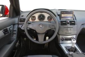 Przed liftingiem: trójramienna kierownica jest seryjna dla wersji Avantgarde. W pozostałych stosowano czteroramienne. /Motor