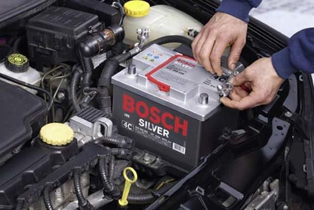 Przed nadejściem zimy warto skontrolować stan akumulatora. Fot.: Bosch / kliknij /