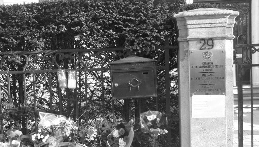 Przed polską ambasadą w Brukseli złożono kwiaty
