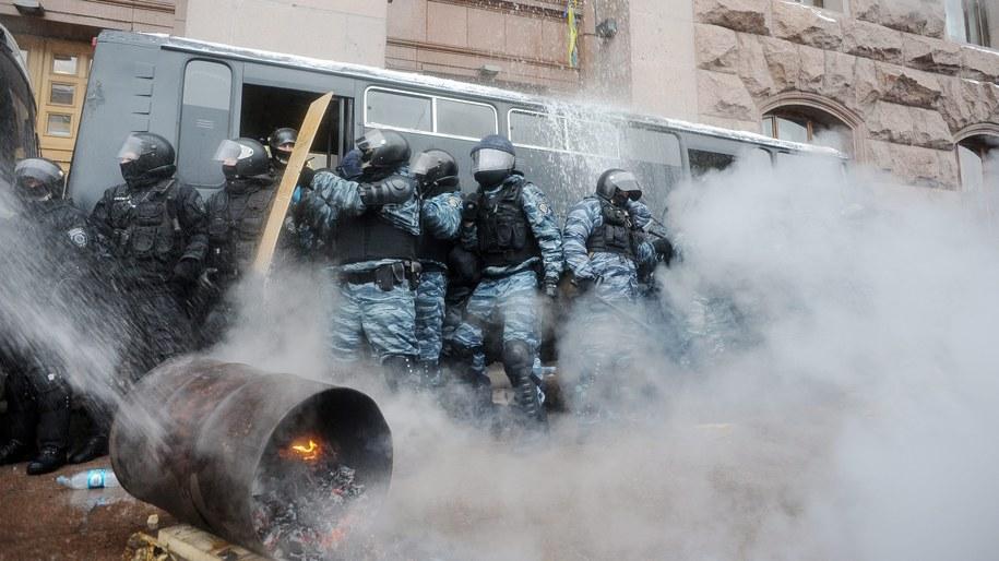 Przed ratuszem w Kijowie /ROMAN PILIPEY /PAP/EPA