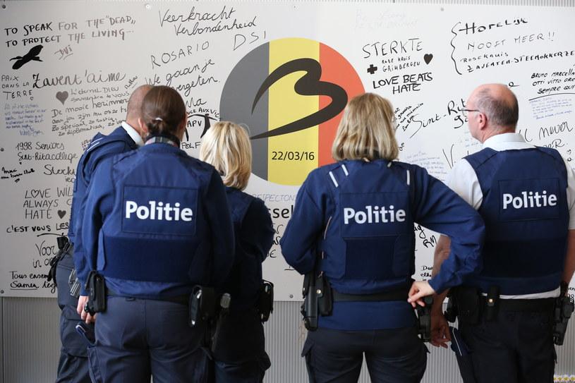 Przed rokiem doszło do serii zamachów terrorystycznych w Brukseli /NICOLAS MAETERLINCK /AFP