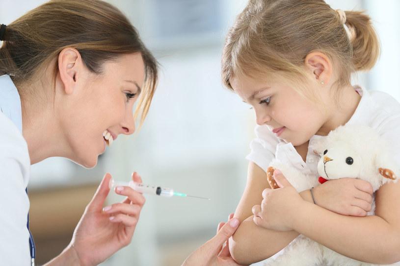 Przed wieloma chorobami wieku dziecięcego można się zaszczepić /123RF/PICSEL
