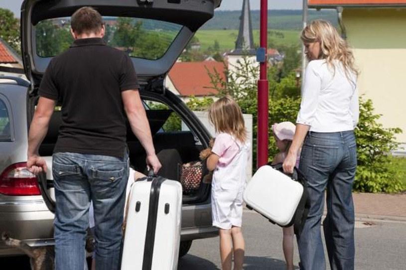 Przed wyjazdem autem na wakacje powinniśmy pamiętać nie tylko bagażach, ale także o sprawdzeniu samochodu /