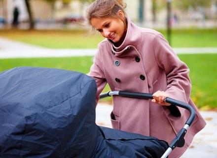 Przed wyjściem na spacer przygotuj potrzebne rzeczy i spakuj je do torby /© Panthermedia