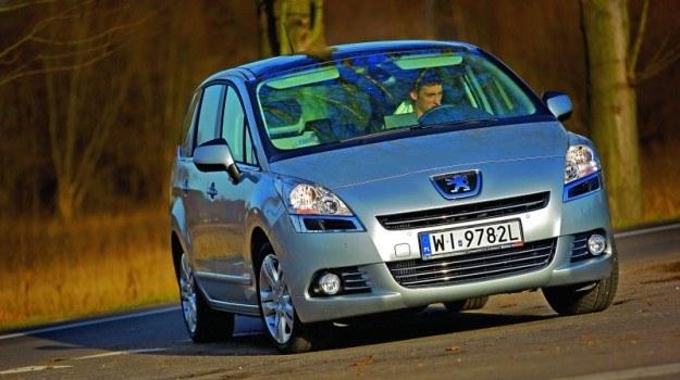Przednia część 5008 rożni się od pozostałych nowych modeli Peugeota. /Motor