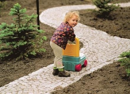 Przedszkole to dla malucha pierwszy krok do dorosłości i samodzielności. /INTERIA.PL