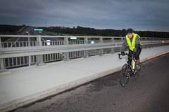 Przegrał zakład, musi przejedzie na rowerze 180 km